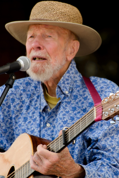 Pete Seeger singing Turn Turn Turn (the lyric he is singing, A Time To Mourn)