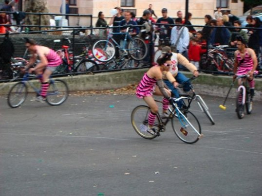 Play Drag Bike Polo