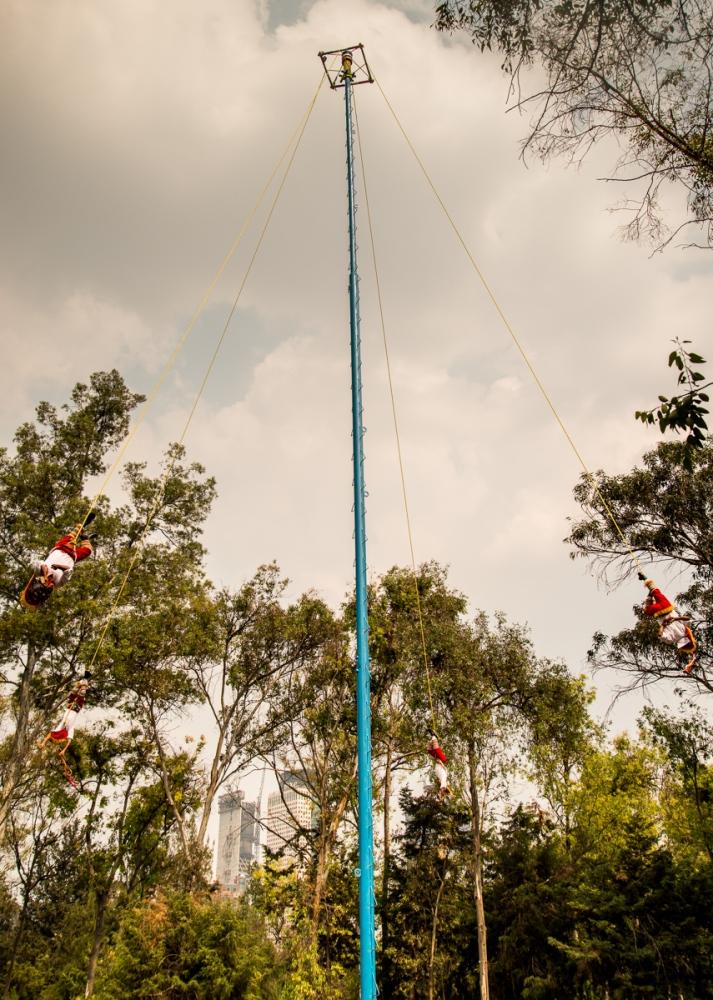 15-04-10 Weekly Photo Challenge - Afloat (Danza_de_los_Voladores) (1/4)